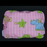 Ортопедическая подушка для новорожденных + съемная наволочка Зоопарк (розовая)